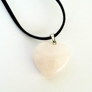 Розов кварц, медальон, естествен камък, форма на сърце